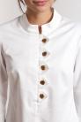 Biała bluzka z elastycznej bawełny z guzikami. Beata Cupriak