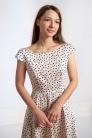 Sukienka w groszki z szerokim dekoltem w łódkę - Beata Cupriak