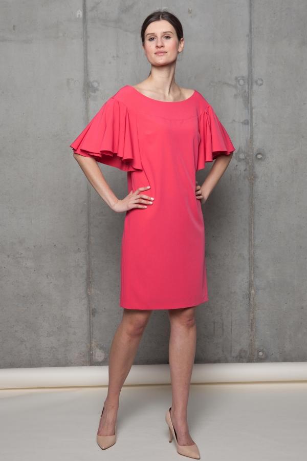 c5341b5f21 Sukienka z szerokim dekoltem i falującymi rękawami. Beata Cupriak