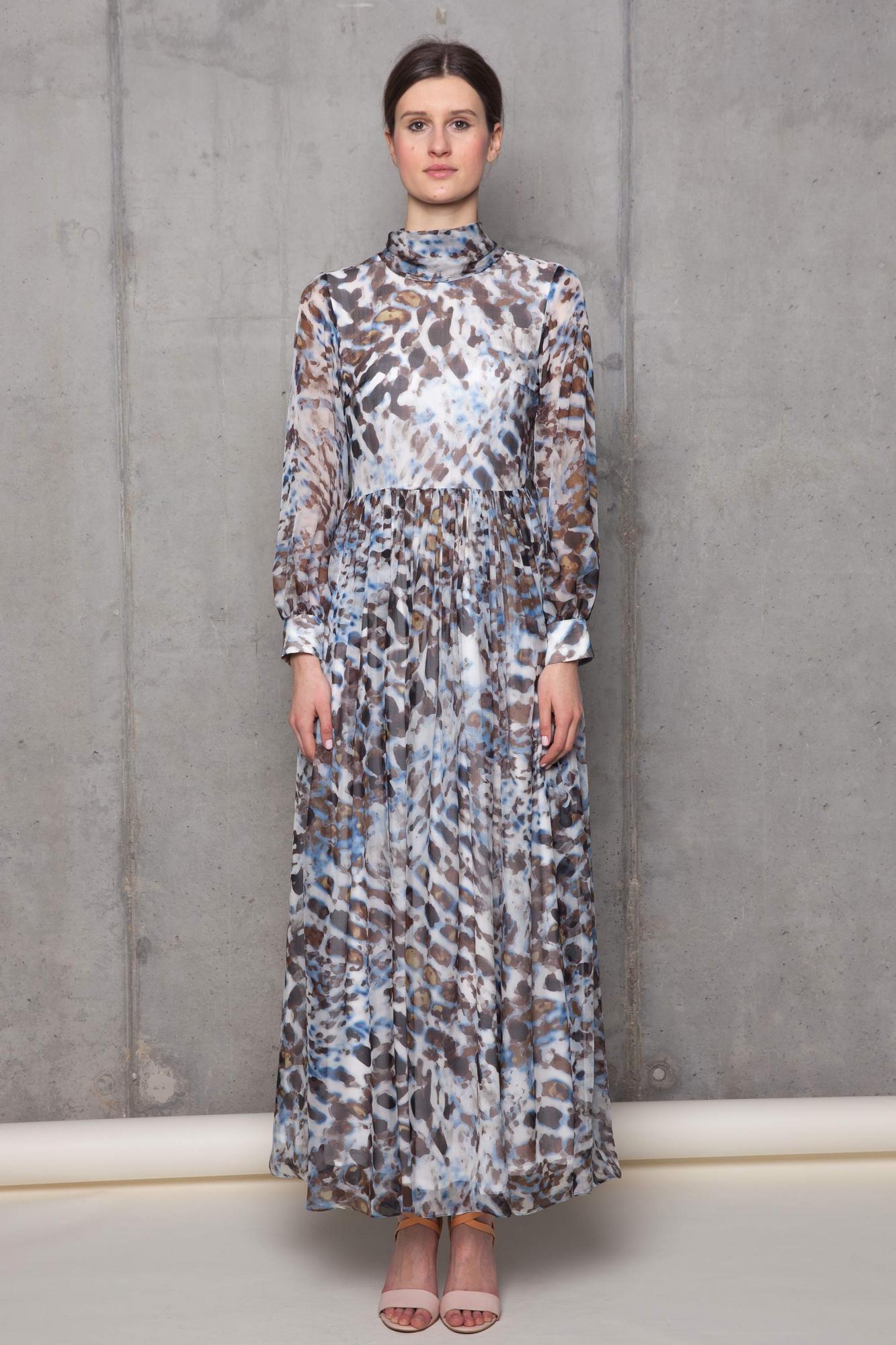 704e3f5be1 Długa powłóczysta suknia z lekkiego jedwabiu. Beata Cupriak
