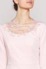 Sukienka wąska różowa z dekoltem z koronki