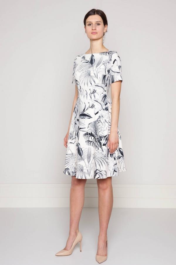 f6c7abf1d Sukienka z jasnobeżowej wiskozy w tropikalny wzór. Beata Cupriak